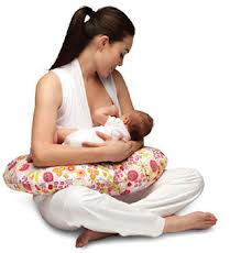 """La ragione per cui ogni mamma dovrebbe avere un cuscino """"Boppy"""""""
