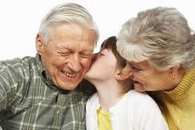 Stare vicino ai nonni quando sono lontani