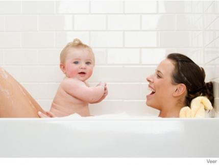 Fate il bagno con il vostro bambino mamme magazine - Fare il bagno in inglese ...