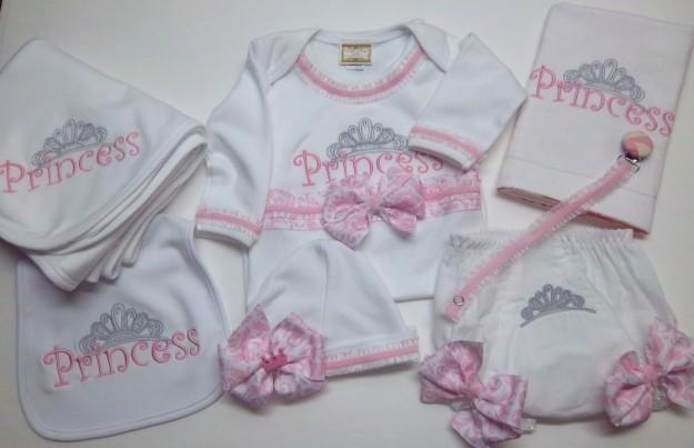immagini dettagliate famoso marchio di stilisti carina Corredino per l'ospedale neonato a aprile | Mamme Magazine