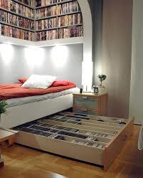 Come creare una libreria sopra il letto mamme magazine for Mensola sopra letto