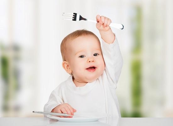Come insegnare al bambino a mangiare mamme magazine
