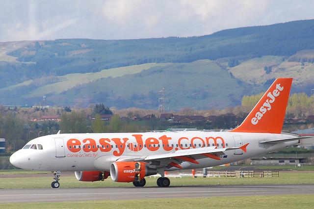 Viaggiare con un neonato su easyjet mamme magazine - Easyjet cosa si puo portare in aereo ...