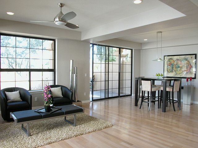 Tende Per Soffitti Alti : Come arredare salone casa con soffitti molto alti mamme magazine