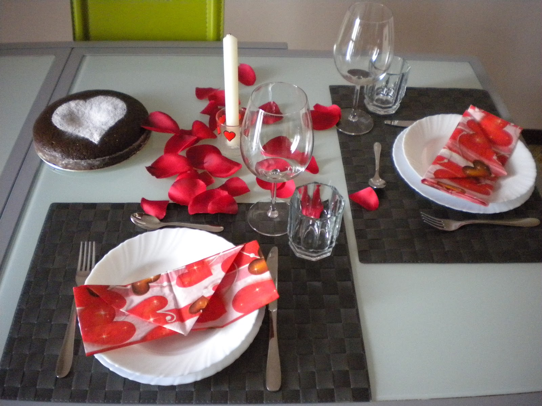 Idee decorazioni tavola cena romantica san valentino - Cena romantica a casa ...