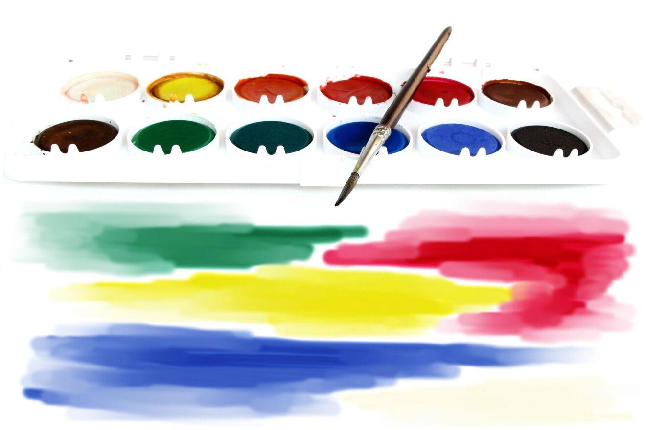 Attivit creative per bambini disegni con acquerelli for Grandi bambini giocano a casa