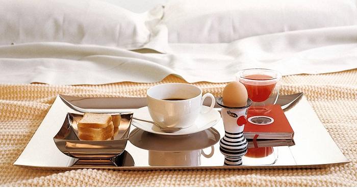 Idee per realizzare colazione a letto romantica san valentino - Vassoio colazione letto ...