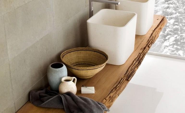 dove riporre gli oggetti del bagno idea mensole in legno