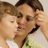 come-far prendere-medicine-bambino-1 anno