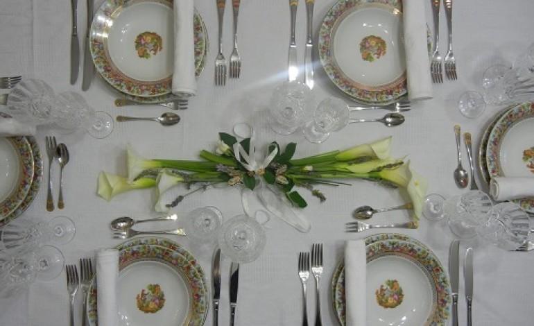 Come apparecchiare la tavola per festa cresima - Addobbi laurea per casa ...