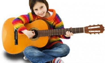 Come insegnare ai bambini a suonare la chitarra