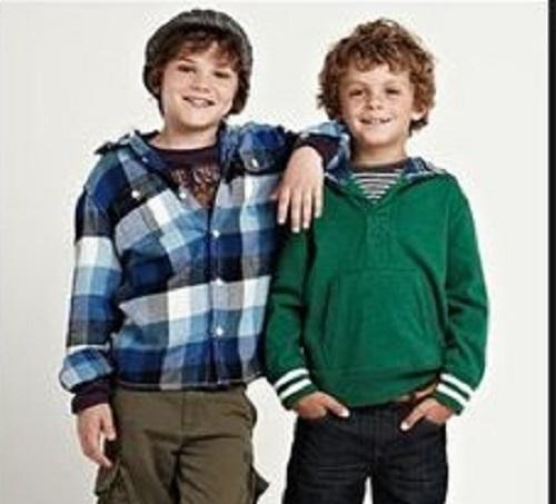 capi di abbigliamento primaverili per i bambini della scuola media