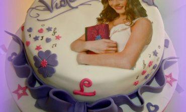 Come preparare torta Violetta con pasta di zucchero