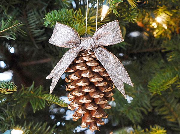 Lavoretti di natale con le pigne per asilo nido - Pigne decorate natalizie ...