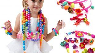 Cosmetici e gioielli per bambine
