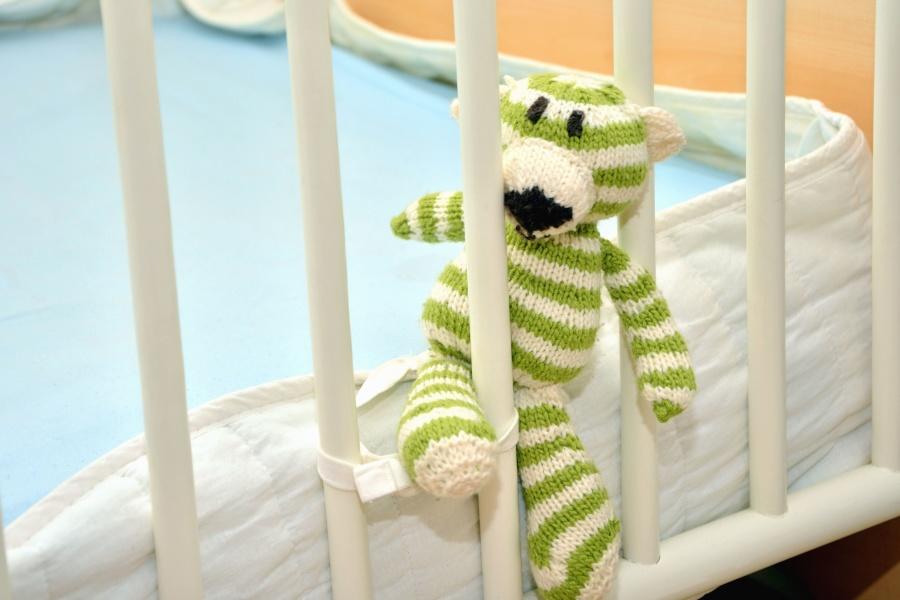 Schema per copertina a maglia per bambini mamme magazine for Lettini per bambini